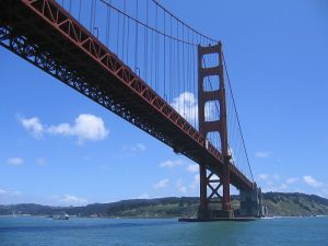 800px-Golden_Gate_Bridge_from_underneath